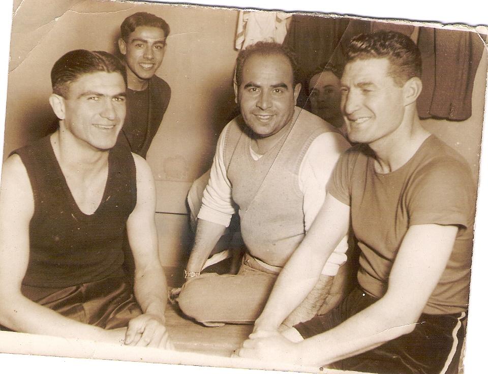 FOTO DE MI PADRE, en su juventud, cuando practicaba el boxeo y a Córdoba llego de visita un boxeador de fama mundial LUIS ANGEL FIRPO, en 1938