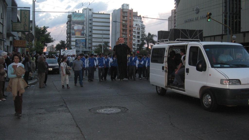 SE INICIA LA MARCHA EN AVDA COLON Y SANTA FE